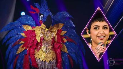 Macaw sings 'Loka'