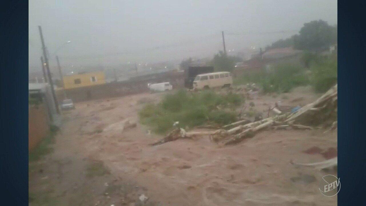 Chuva causa estragos no Jardim Satélite Íris, em Campinas