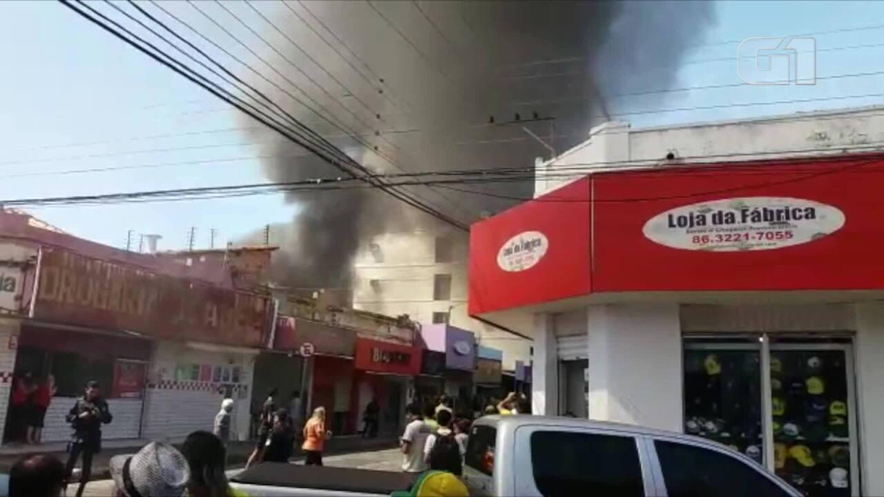 Incêndio em loja de confecções no Centro