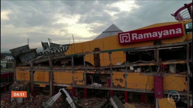 Terremoto seguido de tsunami deixa mais de 800 mortos na Indonésia