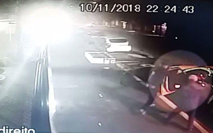 Câmeras de segurança registram assalto que terminou com a morte do médico Roberto Kikawa