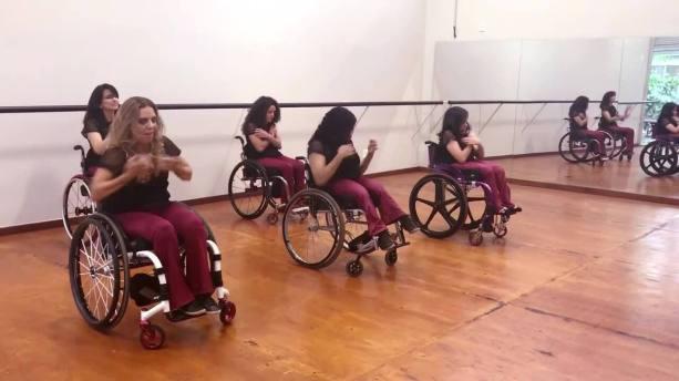 Conheça companhia de dança no DF formada por mulheres em cadeira de rodas