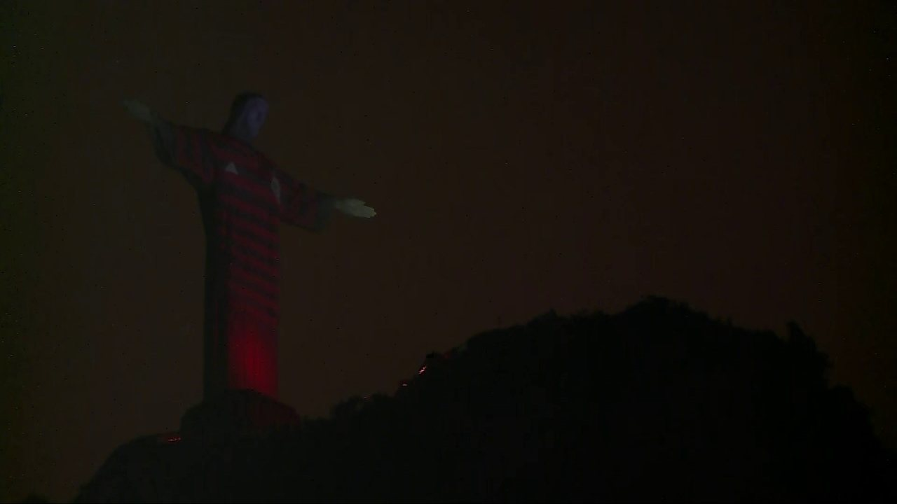 Torcida do Flamengo ganha reforço do Cristo Redentor