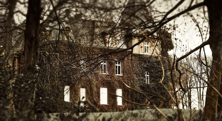 haunted-house-1124241_1920.jpg