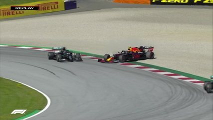 Albon tries to overtake Hamilton, but takes the worst and runs at the Austrian GP