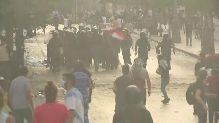 Polícia entra em confronto com manifestantes em Beirute