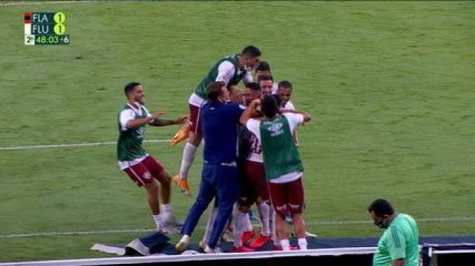 Gol do Fluminense! Yago Felipe aproveita a falha da defesa e marca, aos 47 do 2ºT