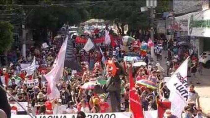VÍDEO: Manifestantes fazem protesto contra o presidente Bolsonaro em Belém