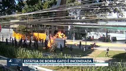Estátua de Borba Gato é incendiada no bairro de Santo Amaro