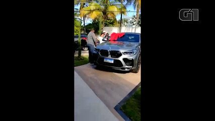 Glaidson dos Santos gave an imported car as a gift to his wife, Mirelis Zerpa, in July