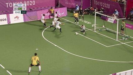 1st T: Brazil asks for a diversion outside the Argentine goalkeeper's area - ARG 0 x 0 BRA