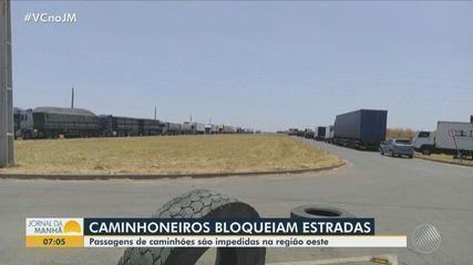 Caminhoneiros bloqueiam rodovia no município de Barreiras, no oeste da Bahia