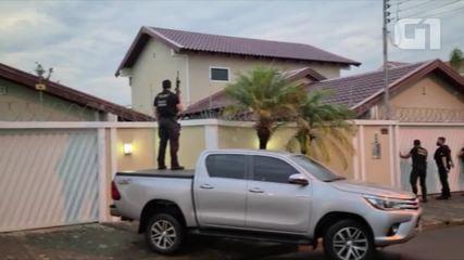 Com fuzil, PF faz buscas em mansão de suspeitos durante Operação Carga Prensada