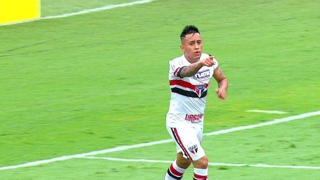 Gol do São Paulo! Bruno cruza da direita e Cueva bate e marca aos 42 do 1º tempo