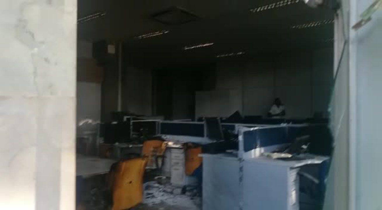 Ministério do Planejamento é alvo de vandalismo e incêndio durante ato na Esplanada