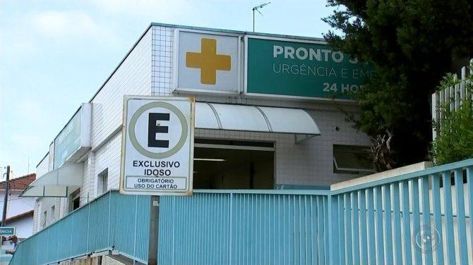 Mãe alega falta de fralda e sai de hospital com bebê que tomou soda cáustica em Tatuí