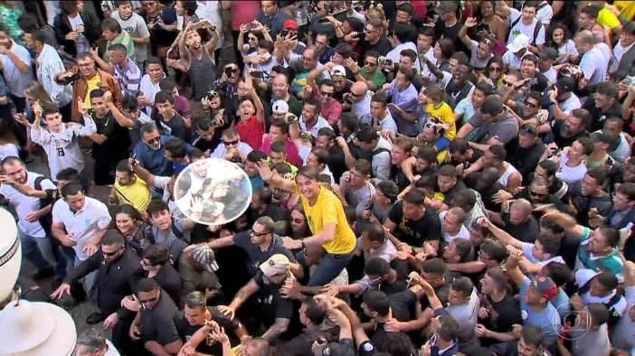 Imagens mostram que agressor tentou atacar Bolsonaro antes