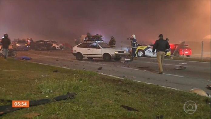 Acidente deixa pelo menos oito mortos na BR-277, no sentido litoral do PR