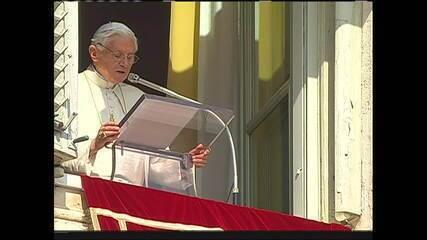 Bento XVI critica tentativa de afrouxar celibato na Igreja Católica