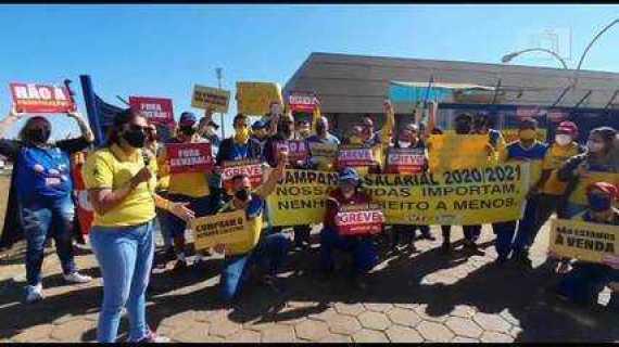 Em greve, funcionários dos Correios ocupam terminal de cargas do Aeroporto de Brasília