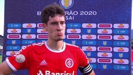 """Dourado revela explicação do árbitro no seu gol: """"Falou que não estavam conseguindo colocar a linha"""""""
