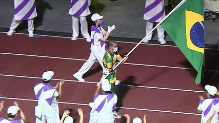 Daniel Dias enters the stadium carrying the Brazilian flag at the closing ceremony