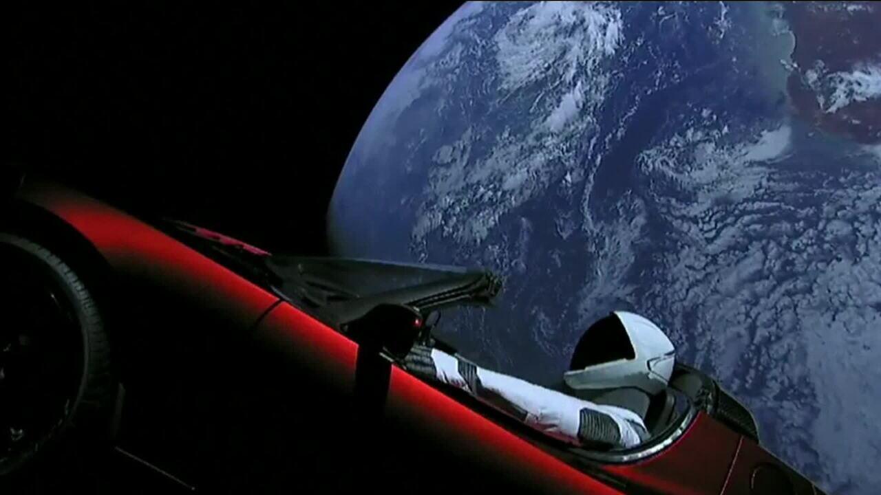 Elon Musk Car In Spac Wallpaper Spacex Mostra Primeiras Horas Do Tesla Roadster No Espa 231 O
