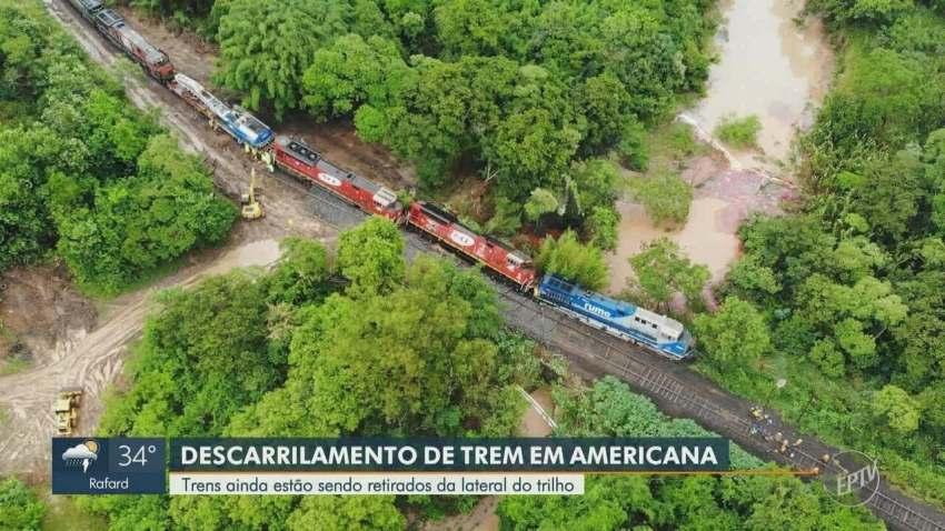 Locomotiva continua descarrilada após chuva do final de semana em Americana (SP).