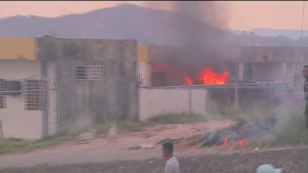 Venezuelanos atacam posto do Exército da Venezuela na fronteira com o Brasil