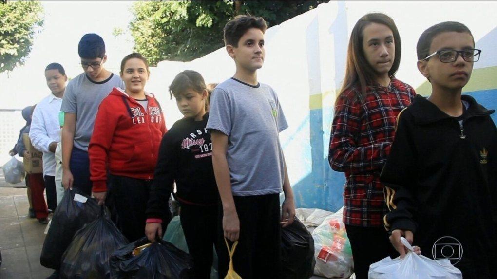 Estudantes de Ibirá, no interior de São Paulo, estão deixando a cidade mais limpa