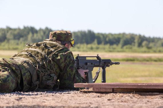 Marius Vizbaras / 15min photo / Soldiers' exercises at the training ground