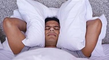 insomnia_490486007 عامل يغفل عنه العديدون يتسبب بالحزن المزيد