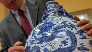 52676644_303_989812964 إناء خزفي صيني يباع في فرنسا بمبلغ مهول أدب و فنون