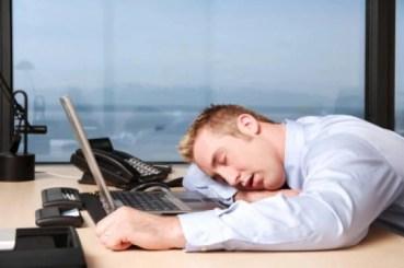 TiredAtWork_398129161 كيف نعرف أننا مصابون بالإجهاد ؟ المزيد