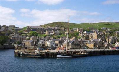 STROMNESSHARBOUR444444444444444444444_896708850 جزيرة نائية في إسكتلندا تبحث عن سكان Actualités