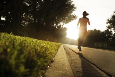 running_morning_137958934 الإحماء يمكن أن يحسن أدائك أثناء الجري sport
