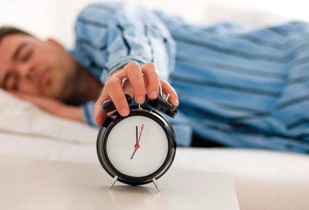 sleep_alarm_clock1_389996410 الحرمان من النوم يسبب الزهايمر المزيد