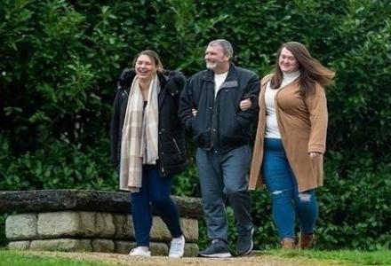 20201210151319631GR_1607680288 بفضل فيسبوك...بريطانيتان تعثران على والدهما بعد بحث دام 24 عاماً المزيد