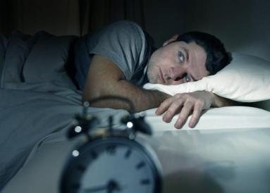 Insomnia_641094591 الأفكار المتسارعة تبقيك مستيقظاً المزيد