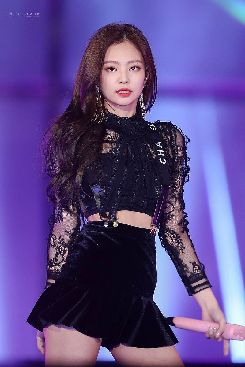 Jennie đầy mạnh mẽ, cuốn hút khi trình diễn trên sân khấu (Ảnh: Internet)