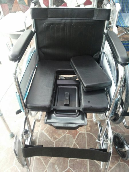 Kursi Roda Commode 2 in 1
