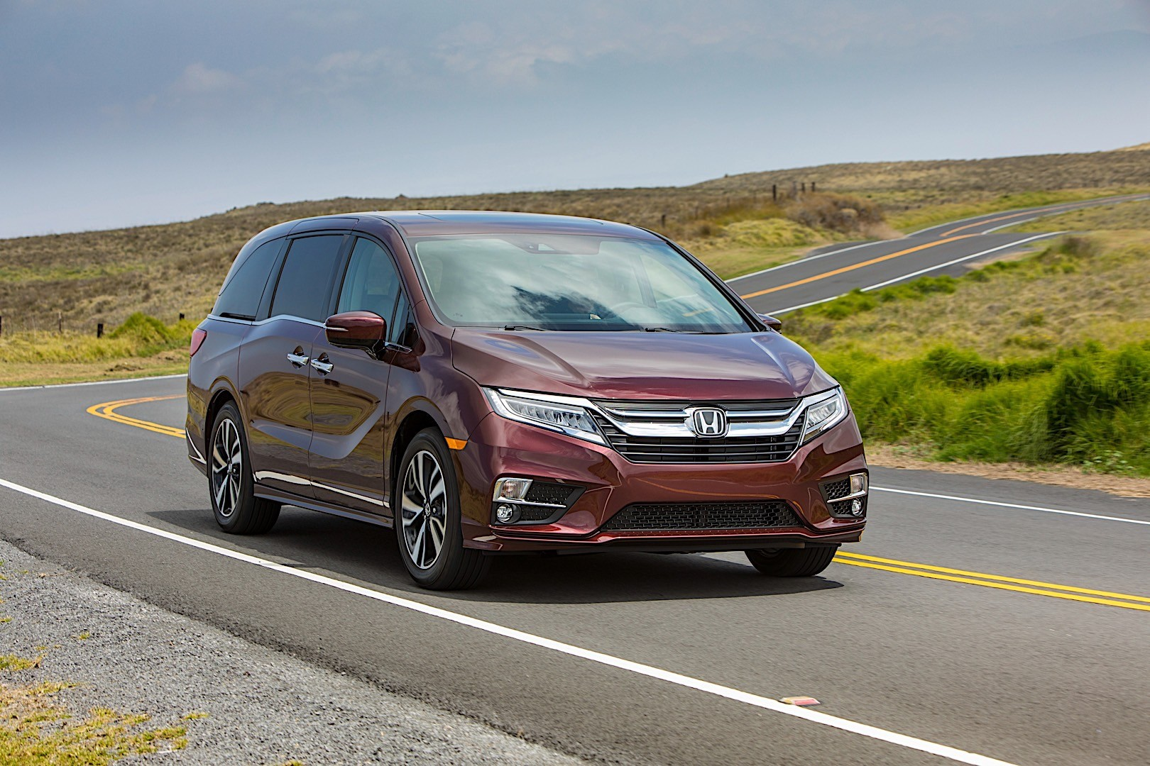From wild and crazy accessories that stand out in a crowded car show. HONDA Odyssey specs & photos - 2017, 2018, 2019, 2020