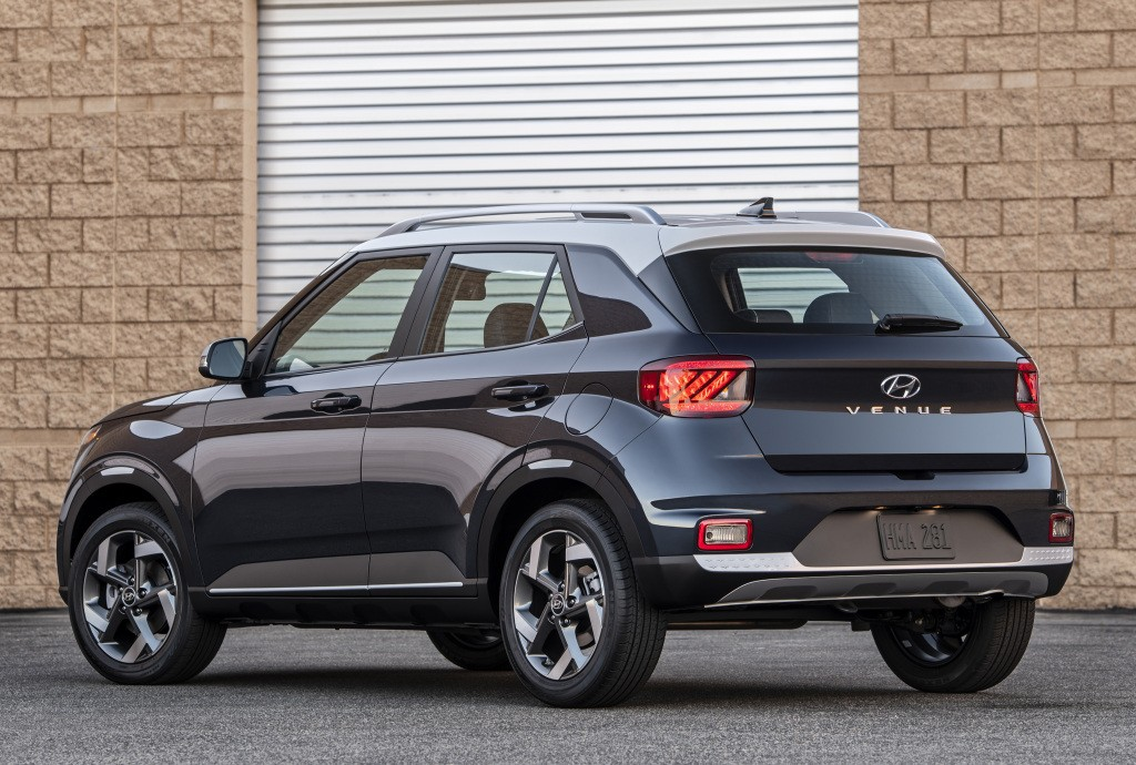 The venue is hyundai's newest and smallest crossover, introduced last year as the little sibling to the subcompact h. HYUNDAI Venue specs & photos - 2019, 2020 - autoevolution