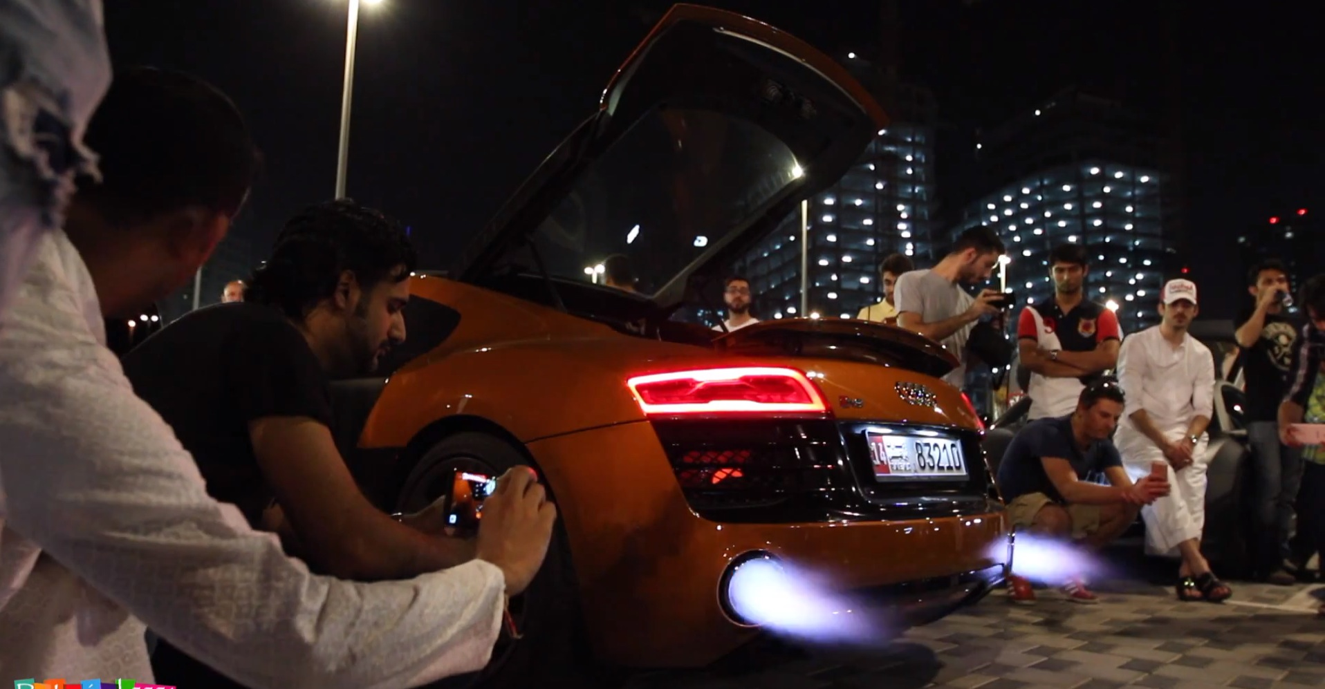 Car Spitting Flames Wallpaper 2014 Audi R8 Spits Exhaust Flames For An Amazing 2 Minutes
