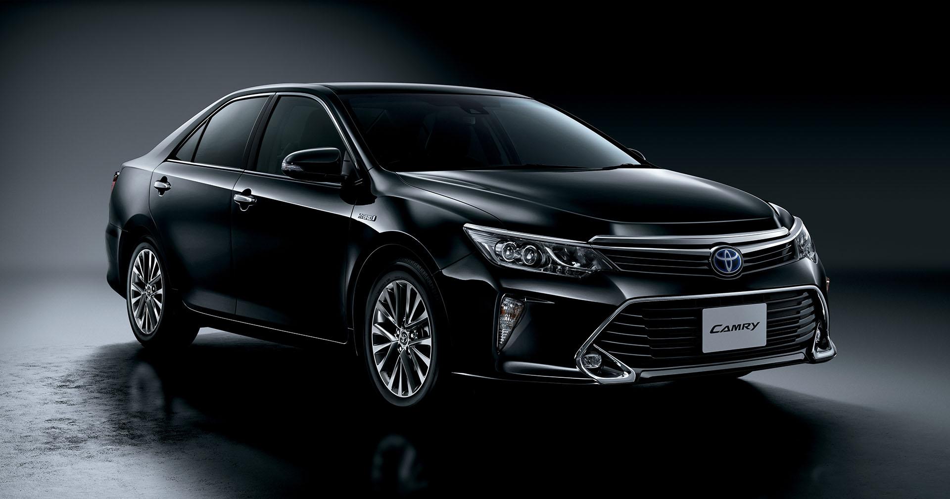 2015 Toyota Camry Gets LED Headlights and Woodgrain Trim