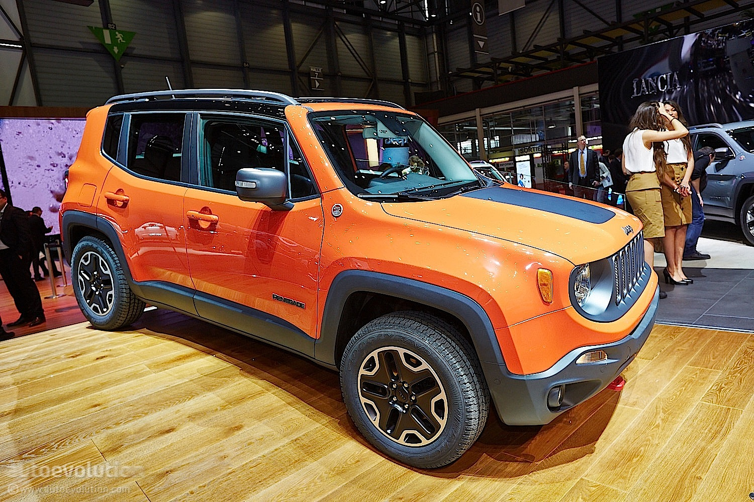2015 Jeep Renegade Bows in Geneva Live Photos