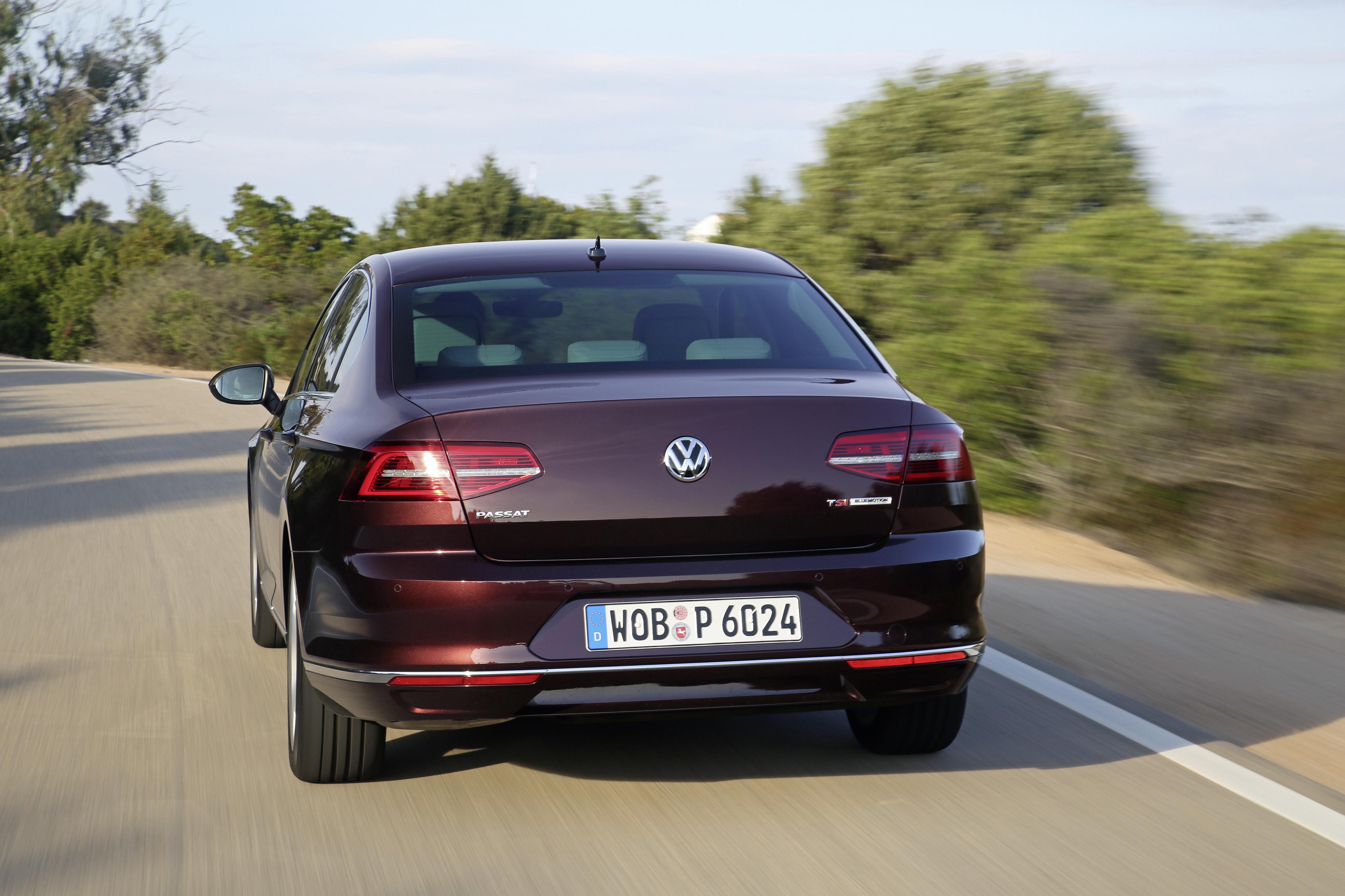 2015 Volkswagen Passat B8 in Crimson Red Metallic Looks Stunning - autoevolution