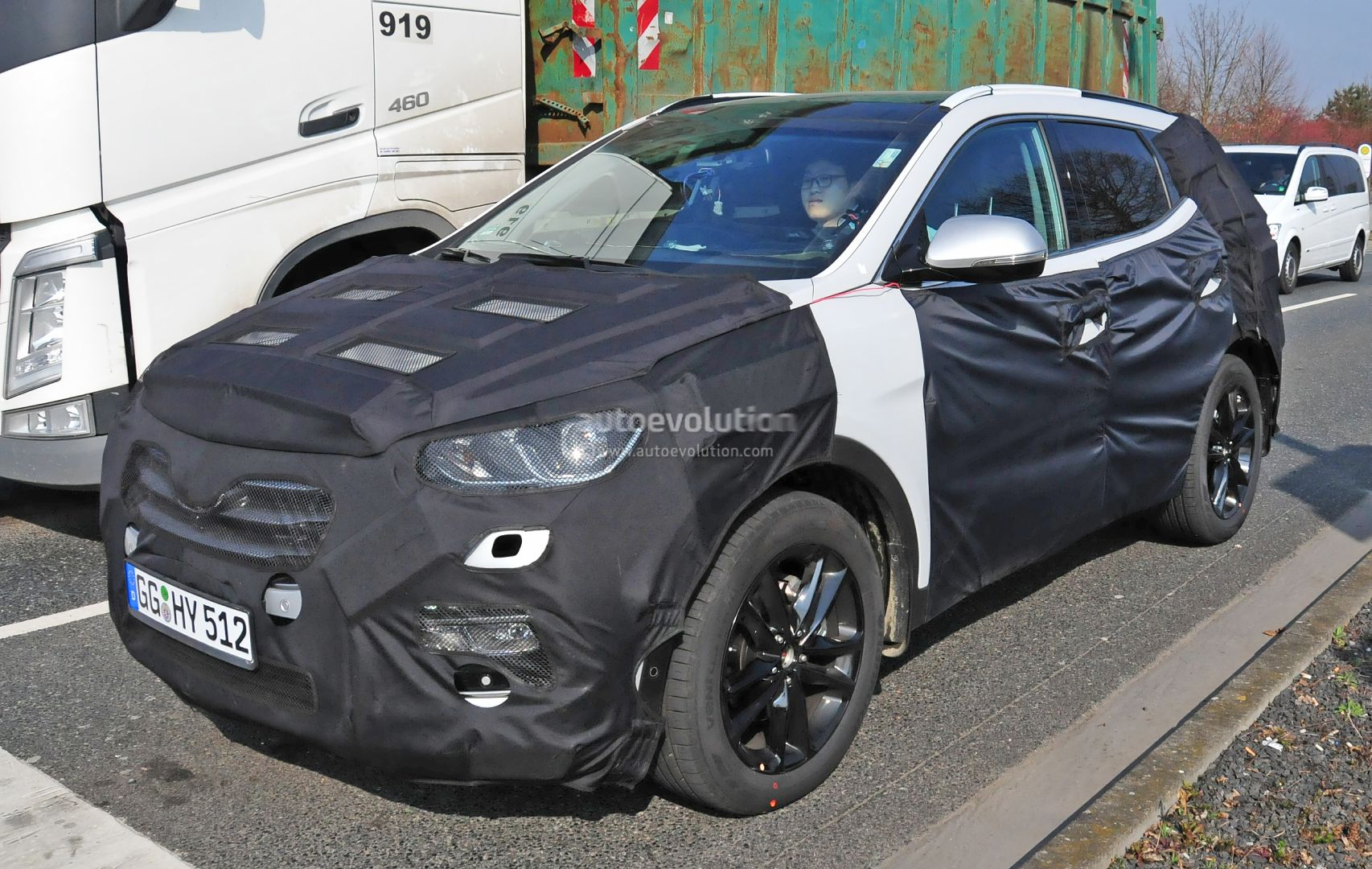 2017 Hyundai Santa Fe Facelift Spyshots Show New Lights