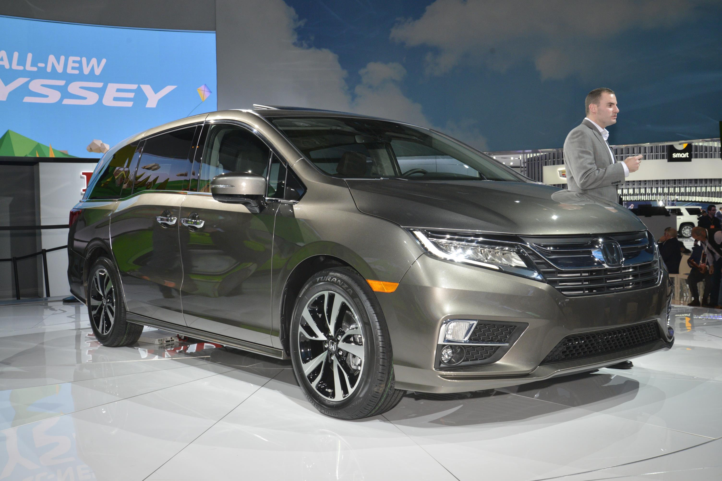2018 Honda Odyssey Shows The Chrysler Pacifica How Its