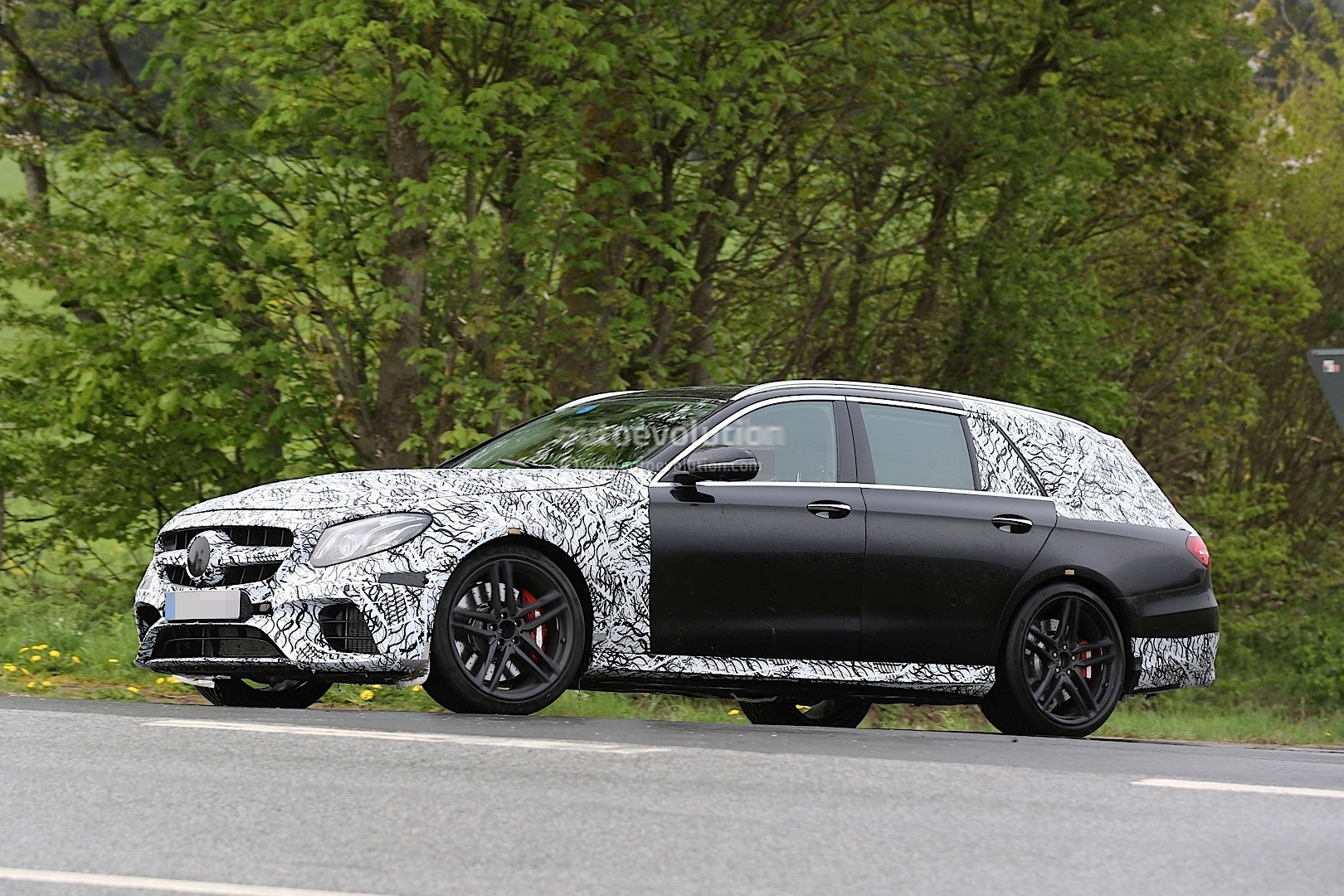 2018 Mercedes AMG E63 Wagon Is Singing Almost Naked In The